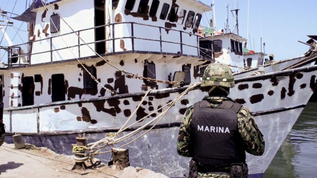 Un marino revisa un un barco. Cuartoscuro/Archivo