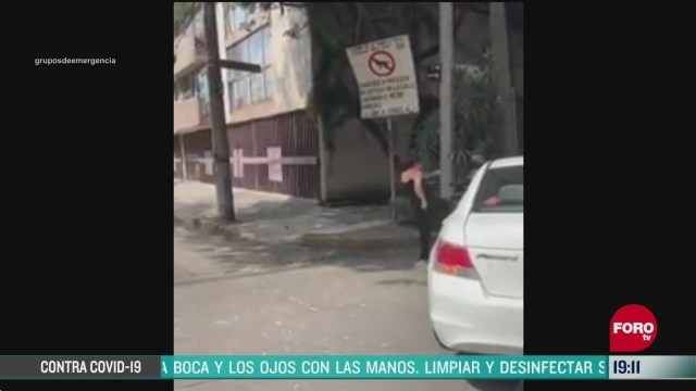video mujer patea a policia de cdmx