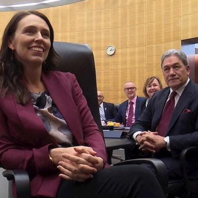 Así fue la estrategia de Nueva Zelanda para eliminar la pandemia, en lugar de domarla