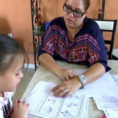 Madres y ahora maestras en línea a causa del coronavirus