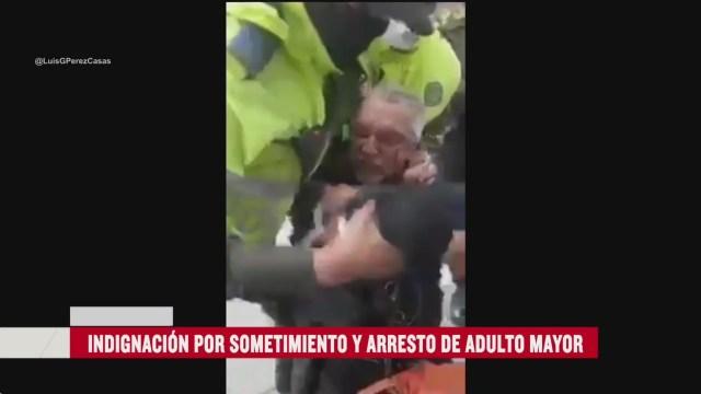 FOTO: policias someten violentamente a adulto mayor por no usar cubrebocas
