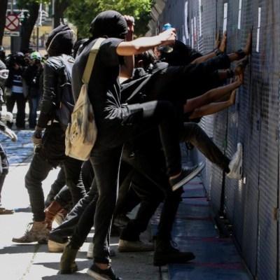 Protestas en CDMX dejan cuatro lesionados y daños en varios negocios