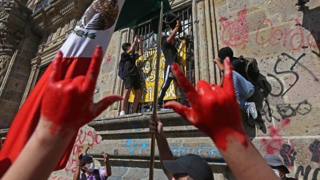 Gobernador de Jalisco asegura tener pruebas de infiltrados