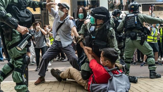 FOTO: Aniversario de protestas en Hong Kong termina en enfrentamientos, el 9 de junio de 2020