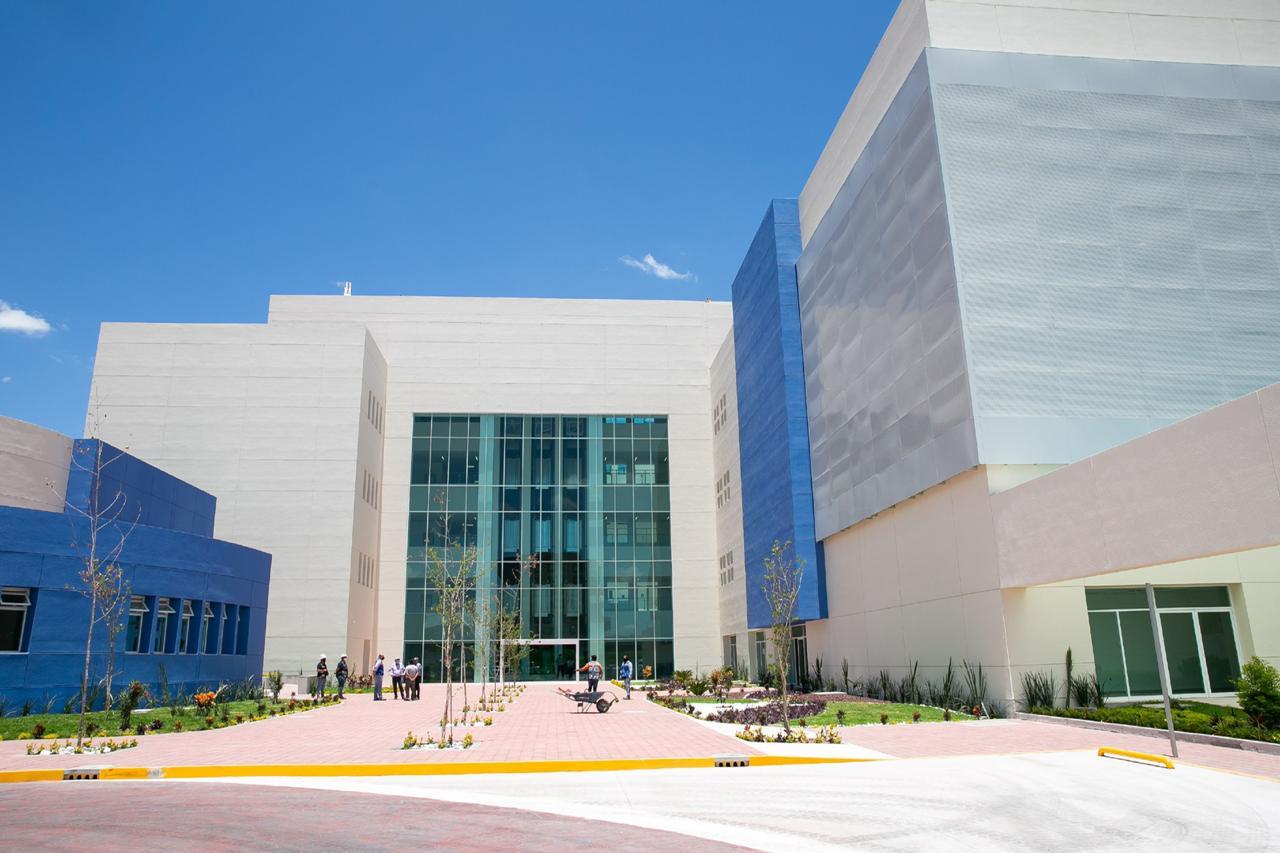 infraestructura-hospital-construccion-vetanales-vidrio