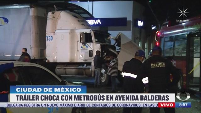 trailer choca contra metrobus en balderas en cdmx