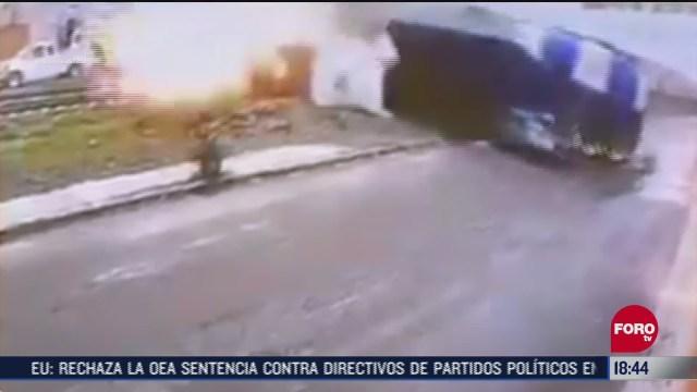 trailer se incendia tras ser impactado por el tren