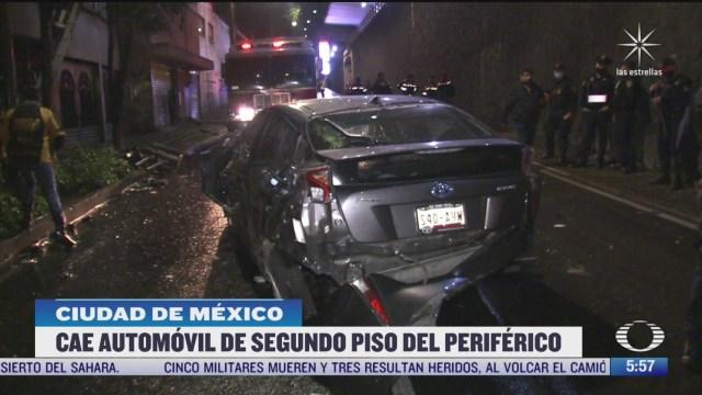 vehiculo cae del segundo piso del periferico en cdmx