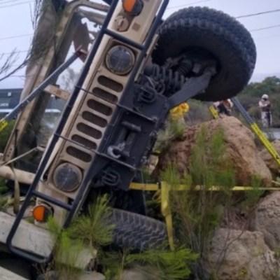 Mueren 5 militares tras volcadura en Tijuana, Baja California