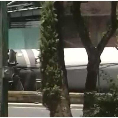 Vuelca pipa de gas LP en la incorporación a la autopista México-Cuernavaca