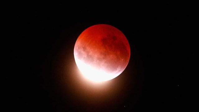 Hora y fecha para ver eclipse penumbral de luna en México