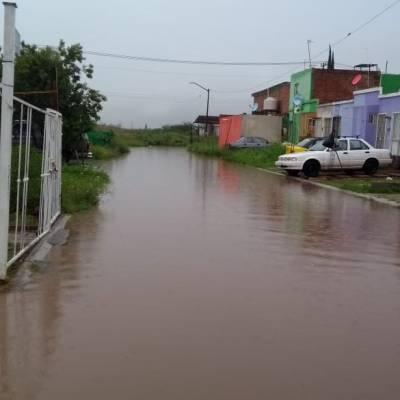 Lluvias dejan inundaciones y afectaciones en Guadalajara, Jalisco