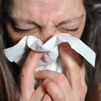 Enfermos de COVID-19 pueden perder el olfato temporalmente; científicos descubren la causa