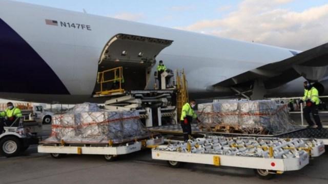 Aterrizó en Toluca el séptimo vuelo con 45 equipos de ventilación procedentes de Nevada, EEUU