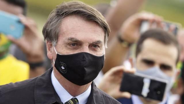 El presidente brasileño Jair Bolsonaro promociona en redes hidroxicloroquina, un medicamento ineficaz contra el coronavirus según la OMS