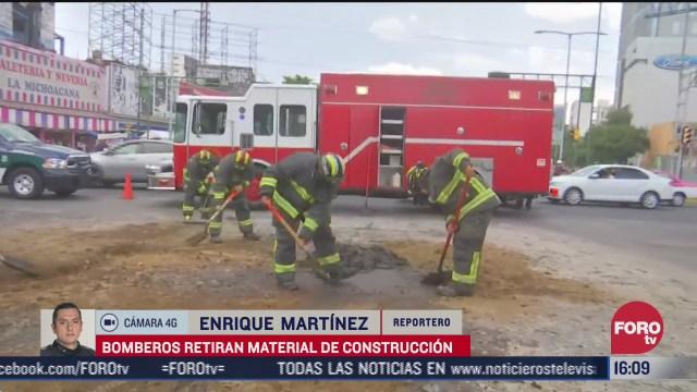 bomberos limpian material de construccion en circuito interior cdmx
