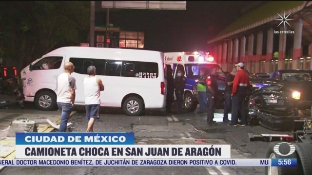 camioneta de servicios turisticos choca en san juan de aragon en cdmx