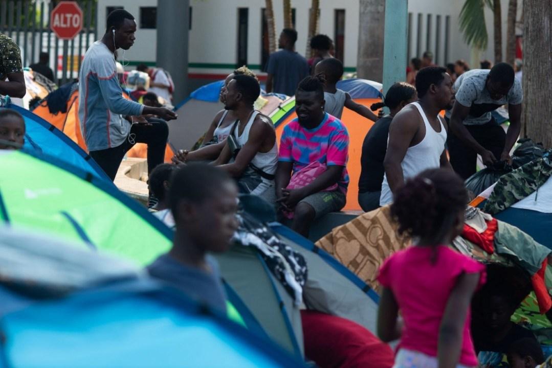 Migrantes-rechazan-abandonar-campamento-en-Río-Bravo