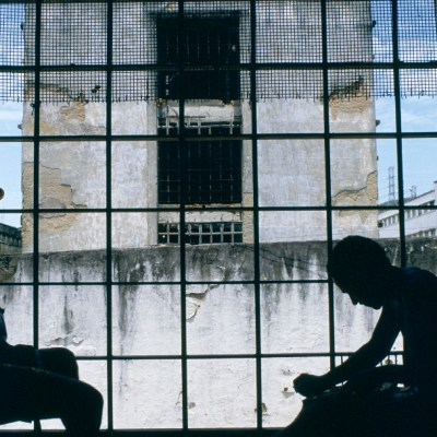 Cárcel brasileña, presos se fugan de prisión en el sur de Brasil
