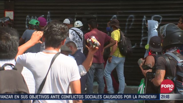 saqueo en tienda adidas durante protesta contra violencia de género en CDMX
