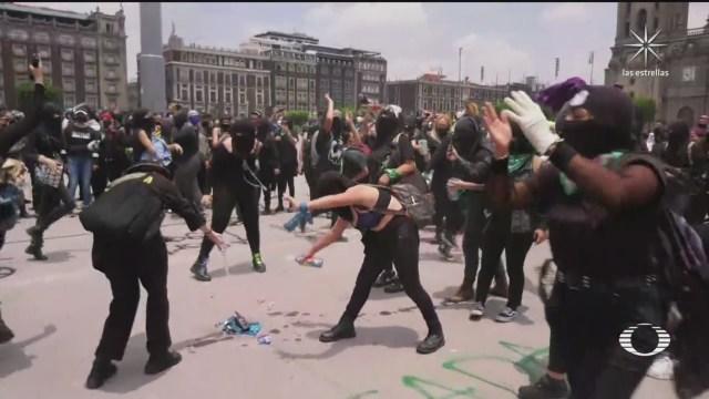 Colectivos feministas protestan en CDMX con actos vandalicos contra el aborto