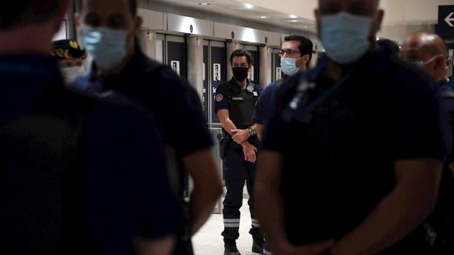Francia anuncia uso de mascarilla obligatoria en espacios cerrados por COVID-19. (Foto: EFE)