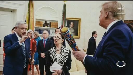 Donald Trump y López Obrador intercambian bats de beisbol