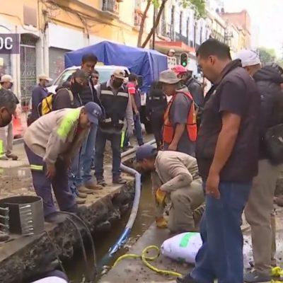 enorme fuga de agua en el centro historico