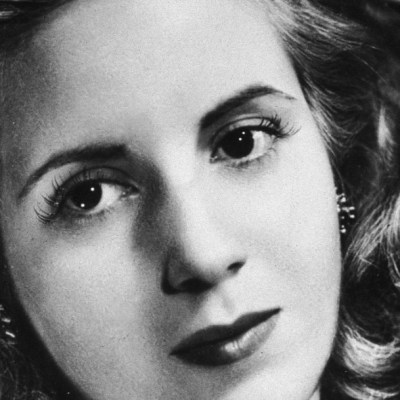Argentina recuerda a Eva Perón con antorchas virtuales a 68 años de su muerte