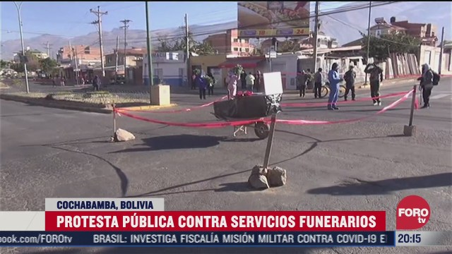 FOTO: 4 de julio 2020, familia de fallecido por covid 19 bloquea calle con su ataud