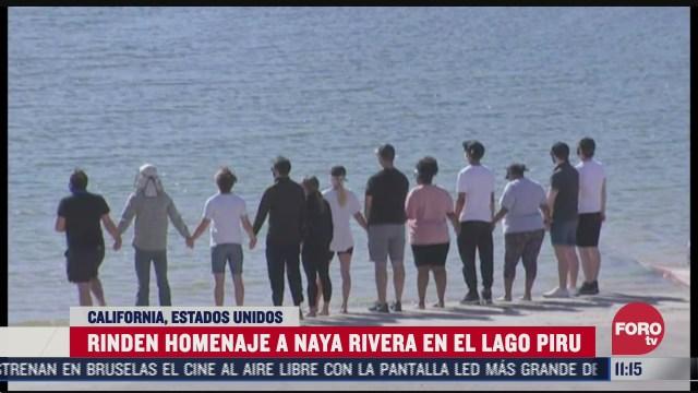 familiares y amigos rinden homenaje a la actriz naya rivera en el lago piru