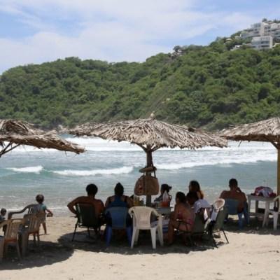 familias-en-playas-de-acapulco-guerrero