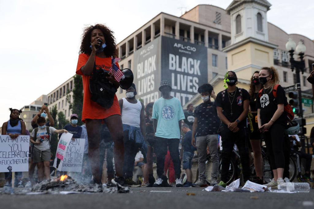 pie: Tras las multitudinarias protestas en Estados Unidos a raíz del asesinato de Floyd, el juicio contra Derek Chauvin será también una condena a la violencia policial y el racismo que imperan en la sociedad estadounidense