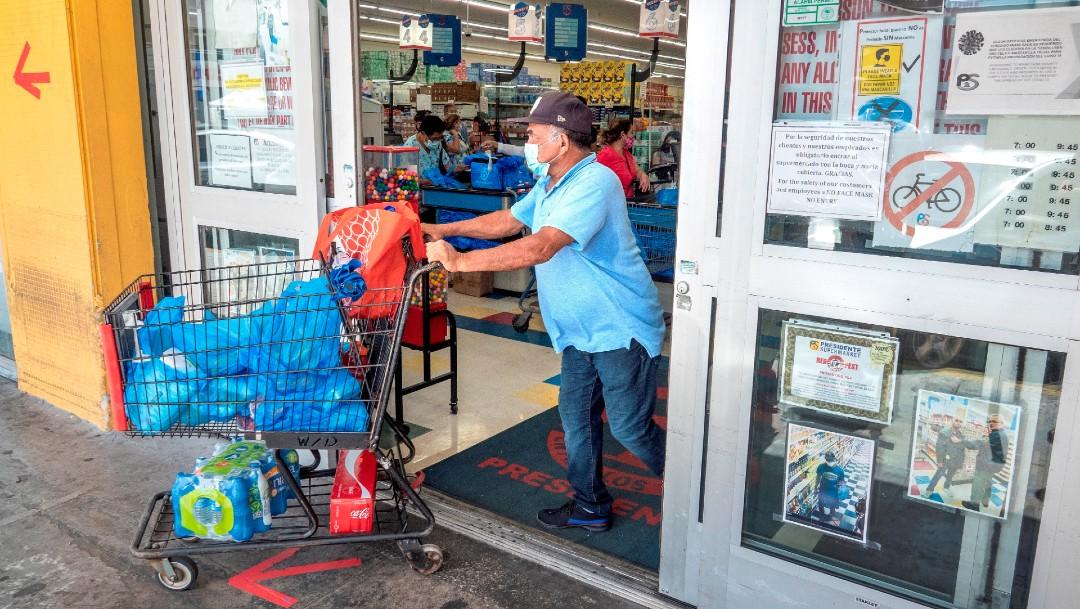 Habitantes de Florida se preparan para el huracán Isaías