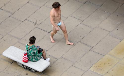 Hombre Desnudo Vistiendo Cubrebocas, Londres, Foto