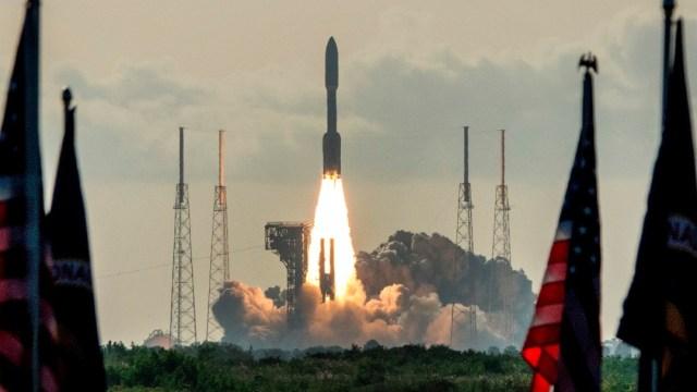 Lanzamiento del vehículo espacial Perseverance a Marte