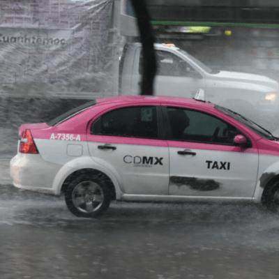 lluvia-granizada-hoy-en-cdmx-taxi-encharcamiento