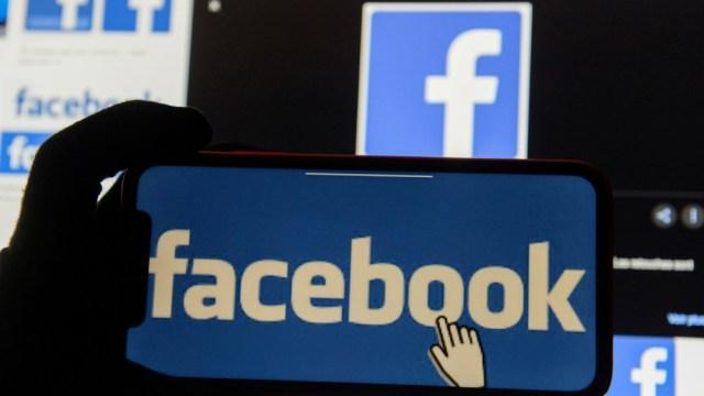 Logo de Facebook; crece boicot publicitario contra la red social