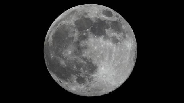 Los científicos de la Universidad de Osaka encontraron que varios de los cráteres lunares más emblemáticos, como el de Copérnico, se originaron hace 800 millones de años con una lluvia de asteroides de gran tamaño, algunos de más de 100 kilómetros de diámetro