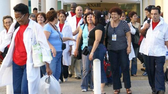 Médicos cubanos apoyan pandemia de coronavirus en CDMX