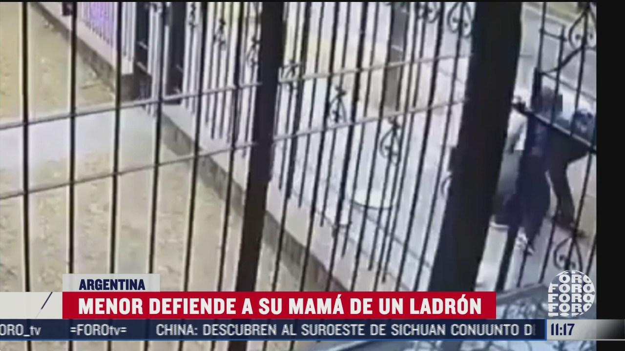 menor defiende a su mama de un ladron en argentina