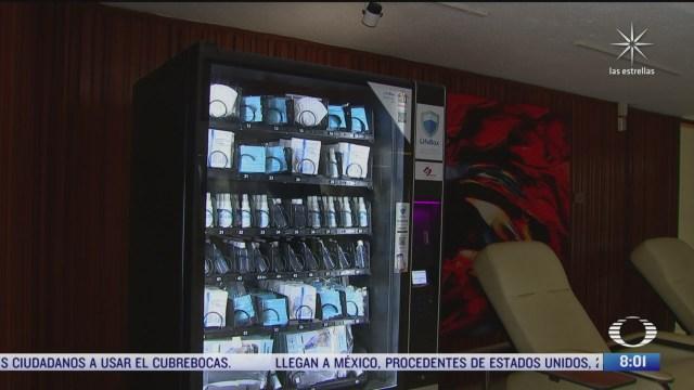 mexicanos crean maquina dispensadora con material basico para medicos