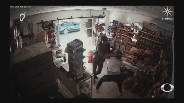 Mujer frustra asalto de su tienda en Celaya, Guanajuato