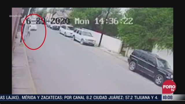 mujer se lanza contra vehiculo para ser atropellada