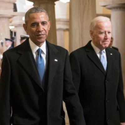 Biden y Obama critican en video manejo de Trump de pandemia de COVID-19