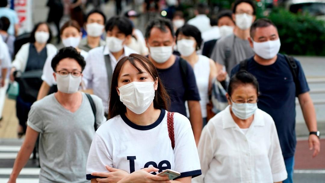 Personas con cubrebocas en Tokio, Japón