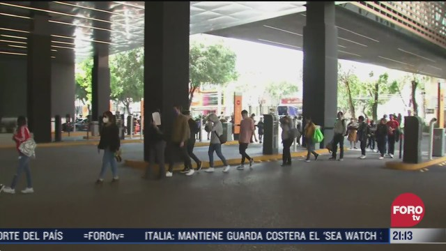 filas para entrar a centros comerciales y tiendas departamentales en la cdmx