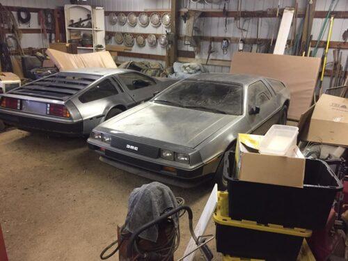2 DeLoreans encontrados abandonados en un granero de California
