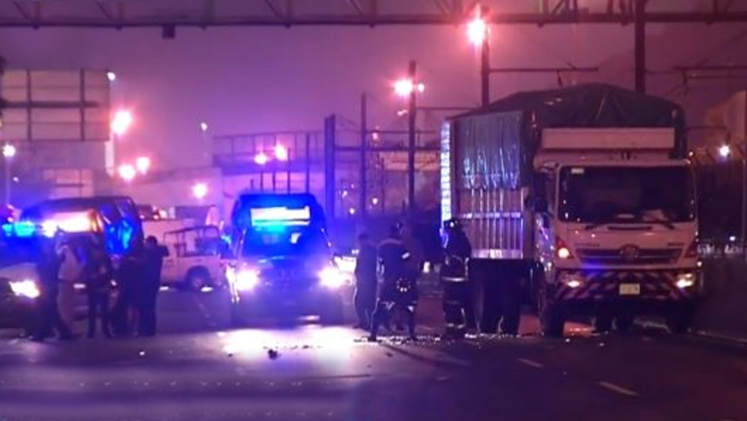 La madrugada de este miércoles se registró un accidente vehicular en carriles centrales de Calzada Ignacio Zaragoza, CDMX