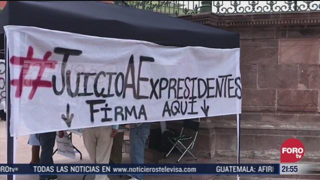 activistas recaban firmas en mexico para consulta contra expresidentes